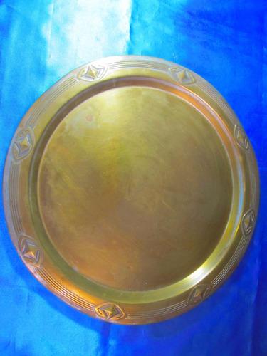 el arcon bandeja redonda de bronce bordes labrados 30050