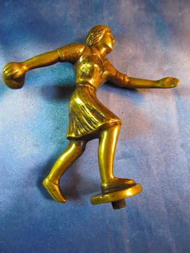 el arcon figura de bronce jugadora de bochas 11cm 40069