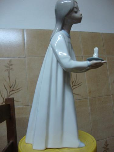 el arcon figura de porcelana lladro joven niña con una vela