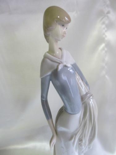 el arcon figura de porcelana nao by lladro niña de 30cm 5006