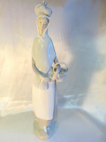 el arcon figura porcelana lladro mujer con cesta 36cm 5010