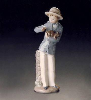 el arcon figura porcelana nao by lladro joven con su perrito
