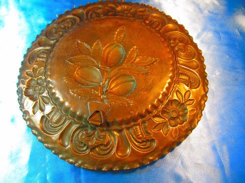 el arcon gran plato de cobre labrado con olivos 31cm 54501