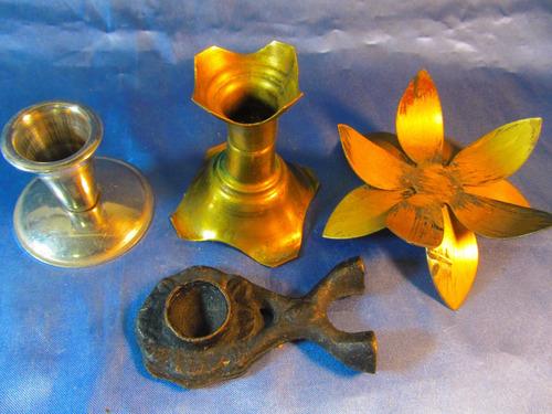 el arcon lote de 3 candelabros de metal y una flor  35063