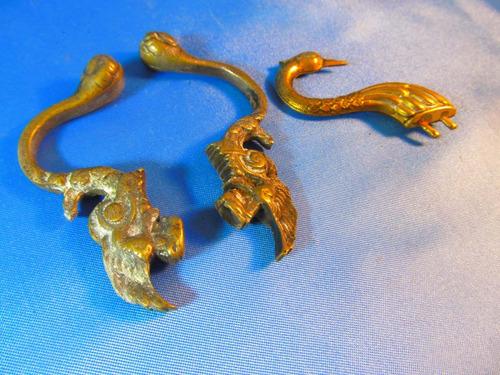 el arcon lote de 3 perchas de bronce trabajadas 8,5cm 50057