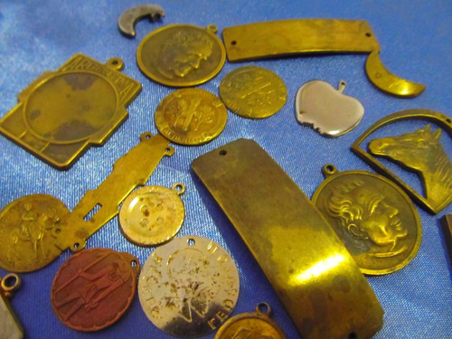 el arcon medallas lote de dijes y medallas 381 87
