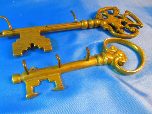 el arcon par de antiguos llaveros de bronce labrados 44062