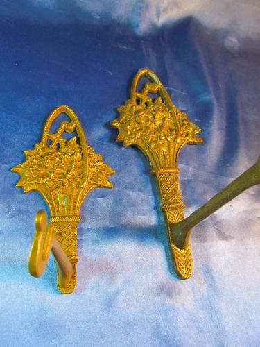 el arcon par de perchas de bronce labradas c flores 41057
