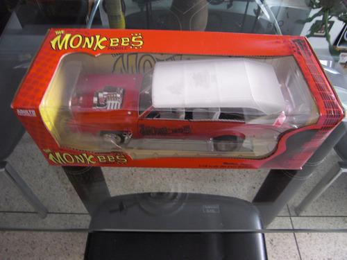 el auto de la famosa banda the monkees a escala 1.18