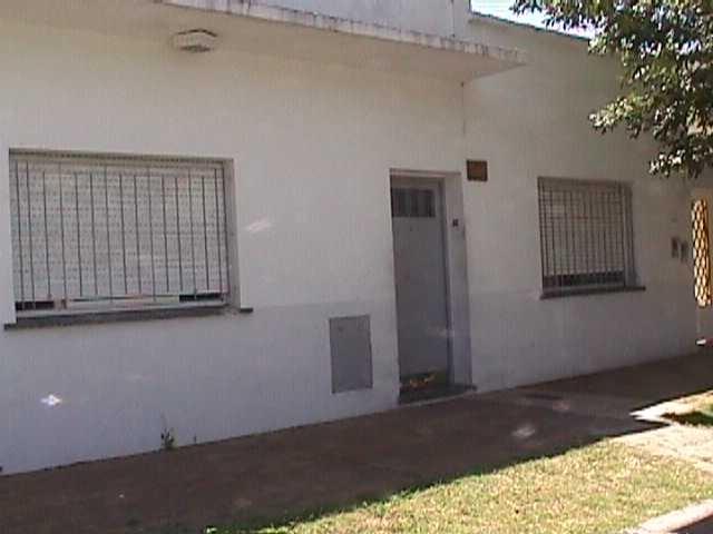 el palomar: alquilo departamento tipo casa al frente con patio. zona calle republica y la via muerta f: 2185