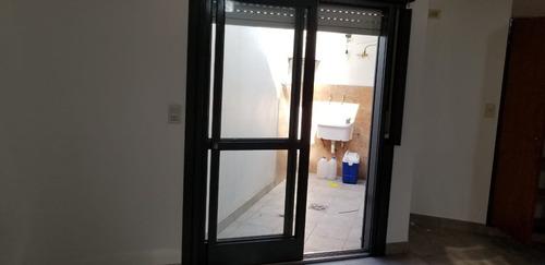 el palomar: alquilo tipo casa departamento de 2 ambientes al fondo pequeño patio  aysa y municipal 50% f: 5034