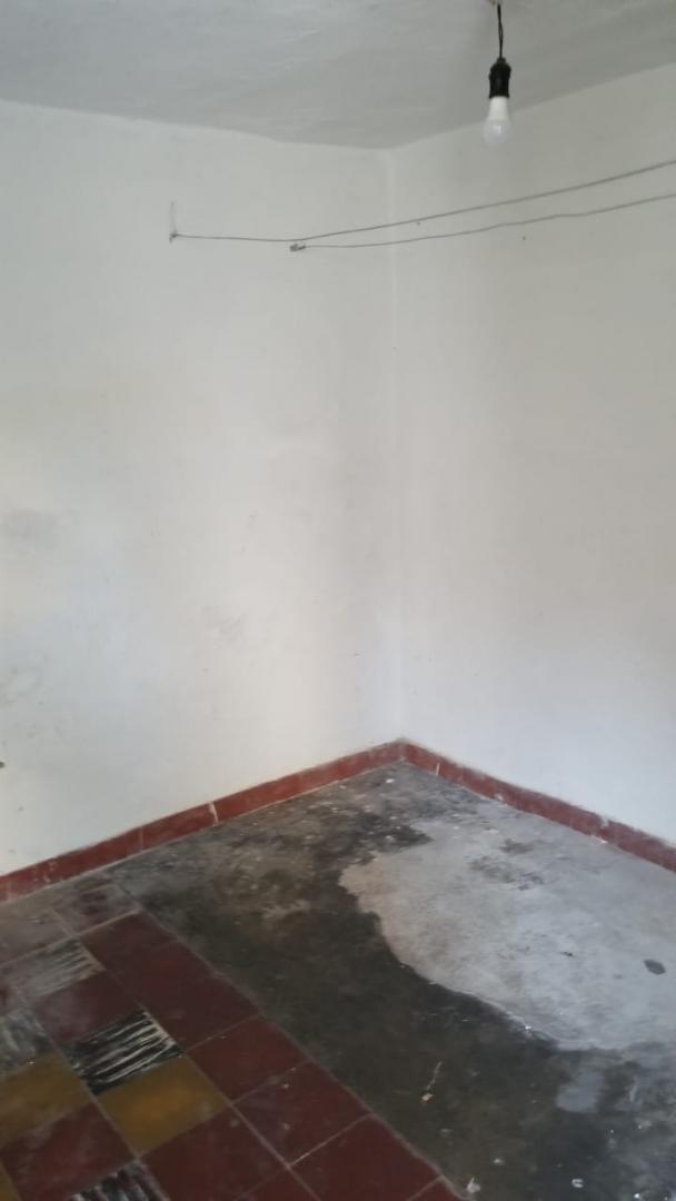 el palomar: casa americana de 3 ambientes cercano a avenida rosales; living comedor; cocina comedor; dos dormitorios f: 8040