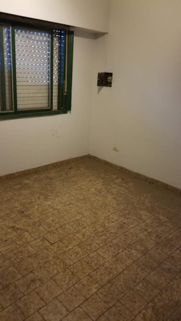 el palomar: casa en ph planta baja de 2 ambientes; cocina; baño instalado; un dormitorio; terraza propia con parrilla.  f: 7795