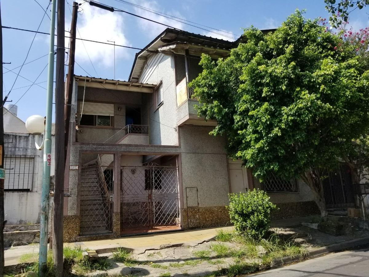 el palomar departamento tipo casa de 3 ambientes con patio propio cochera sin expensas!!! apto credito! f: 369