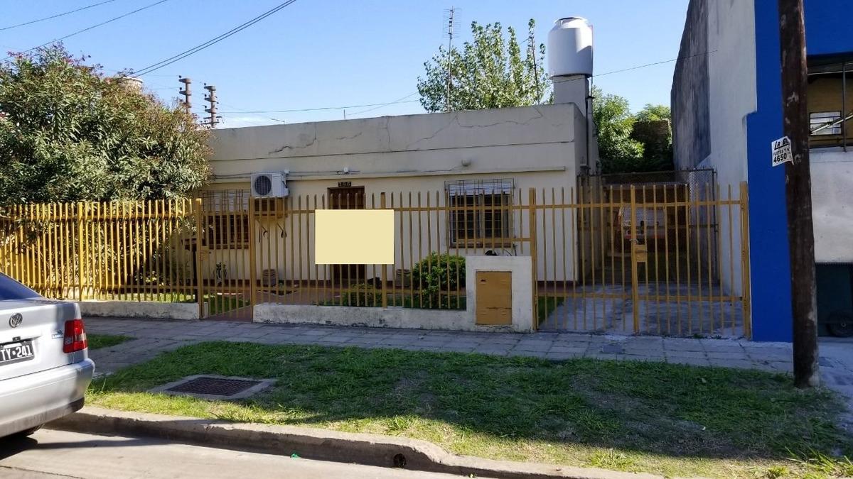 el palomar: hermosa casa americana en lote propio; dos dormitorios; living comedor; cocina comedor; baño instalado; cochera varios autos;  f: 7648