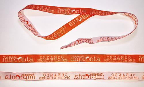 elaboración de cintas tejidas  o pulseras lanyards