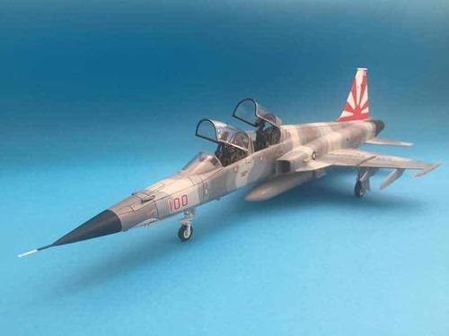 elaboración de modelos de aviones militares a escala