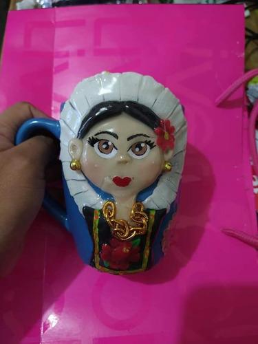elaboración de todo tipo de figuras en porcelana fríay pasta