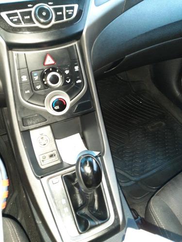 elantra automático, 59,550 km, a 11,400$