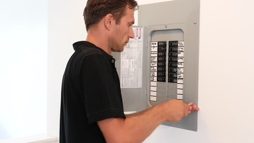 electricista: mantenimiento e instalación domestica.