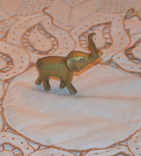 elefante de bronce.