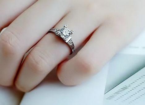 elegante anillo torre eiffel paris boda amor compromiso amor