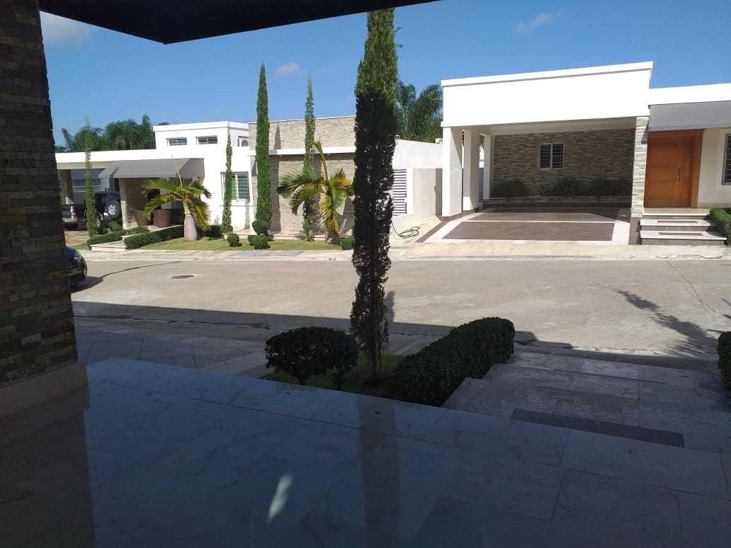 elegante casa con piscina en venta camp david, santiago