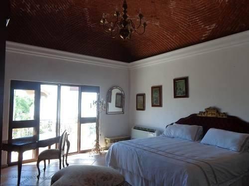 elegante casa estilo colonial mexicano,al sur de cuernavaca.