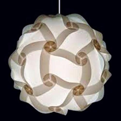 elegante lámpara en pedestal de bambú estilo africano