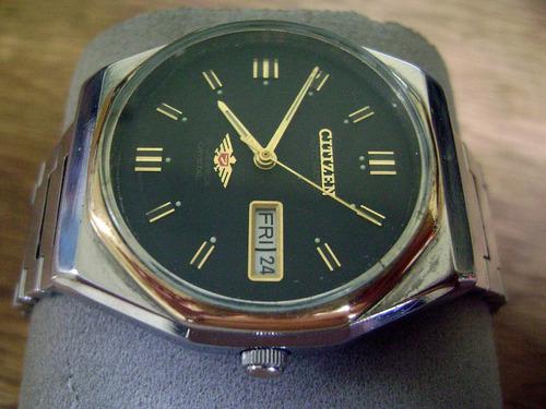 elegante reloj citizen automático. dial negro mate.