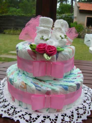 elegante torta de pañales para bebés