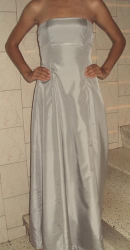 elegante vestido de fiesta largo. color gris claro.