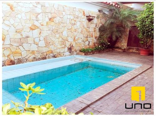 elegante y amplia casa c/ piscina y 6 suites en av. charcas