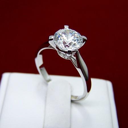 elegante y delicado anillo solitario titanium talla 7