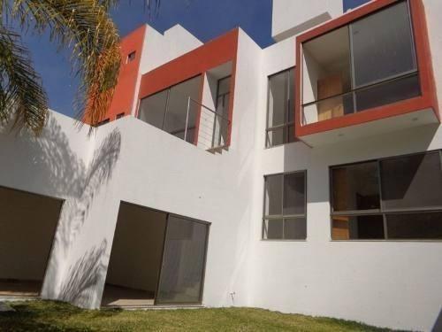 elegante y fina casa estilio minimalista.