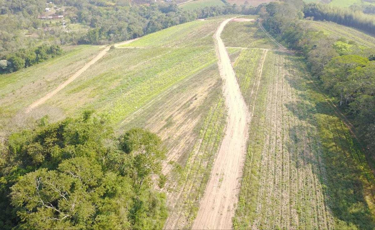 em ibiuna terrenos planos 600 metros infraestrutura 03