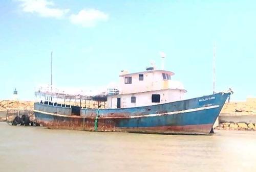embarcación de carga y pesca