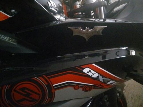 emblema accesorio moto