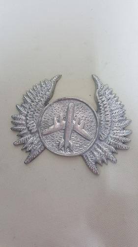 emblema antiguo en aluminio tallado de avion