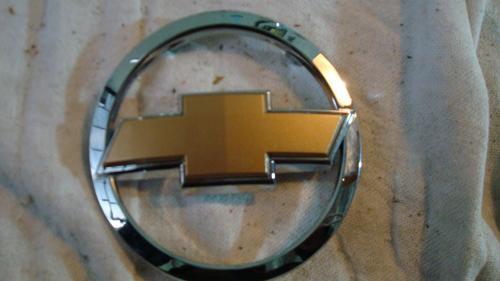 emblema da grade dianteira gm prisma 2008