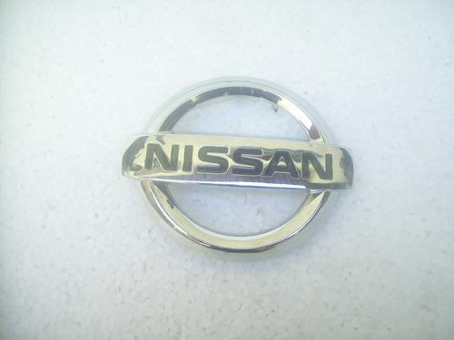 emblema da grade dianteira nissan 2016