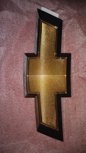 emblema delantero de cruze original gm