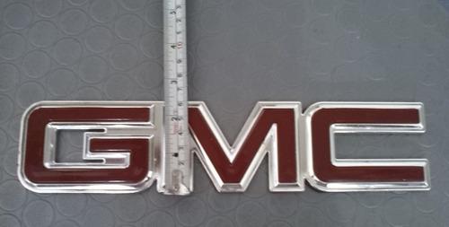 emblema gmc mide 27.5cm ancho x 6cm alto