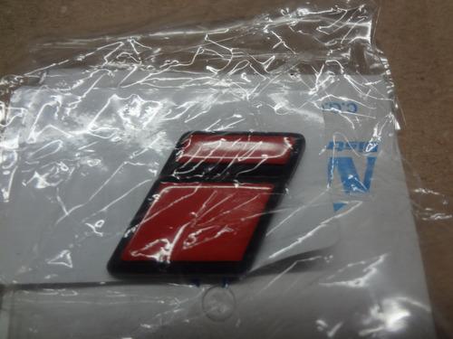emblema i vermelho tampa traseira
