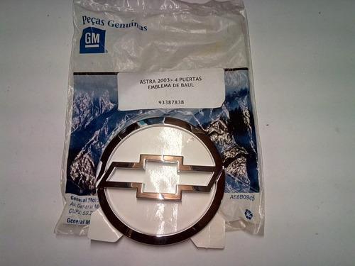 emblema insignia baúl astra 4 puertas 2003/ origínal gm