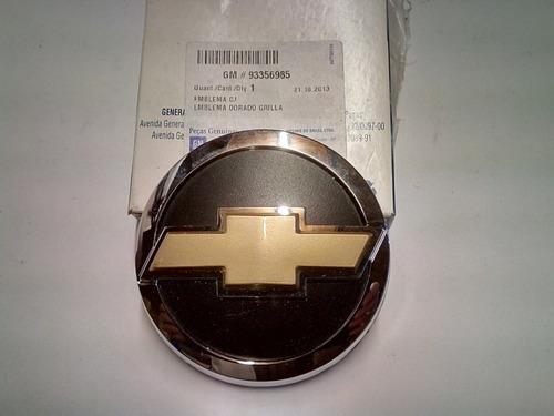emblema insignia delantero dorado corsa 07/ original gm