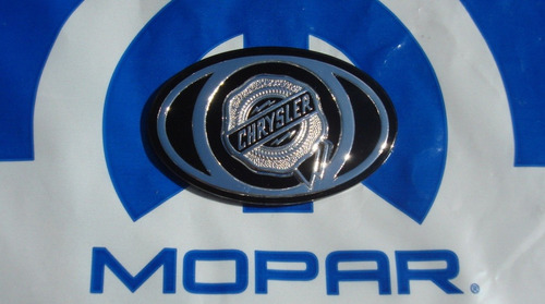 emblema / logo en parrilla chrysler 300 / 300c 2005 - 2010