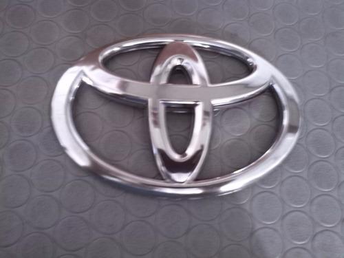 emblema logo toyota mide 17cm ancho x 11.5cm alto