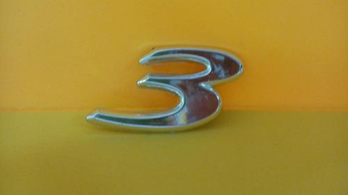 emblema mazda numero 3