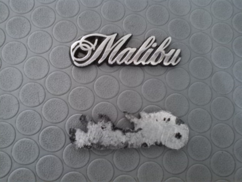 emblema palabra malibu pequeña